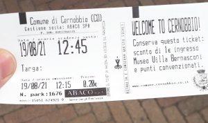 Foto del biglietto con lo sconto a lato